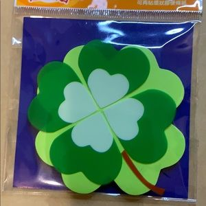 Other - Clover shaped post it